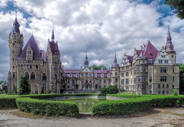 טירת מושנה בפולין - מבט מבחוץ