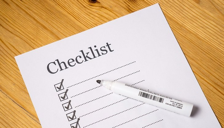 פעולות לעשות היום שישפיעו עליכם לטובה: דף רשימה עם טוש עליו