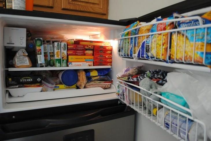 שימושים למקפיא שלא קשורים לאוכל: מקפיא פתוח מלא באוכל