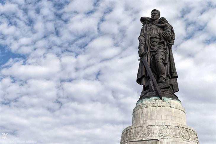 הפסלים הגדולים והמרשימים בעולם: אנדרטת המלחמה הסובייטית (טירגארטן)