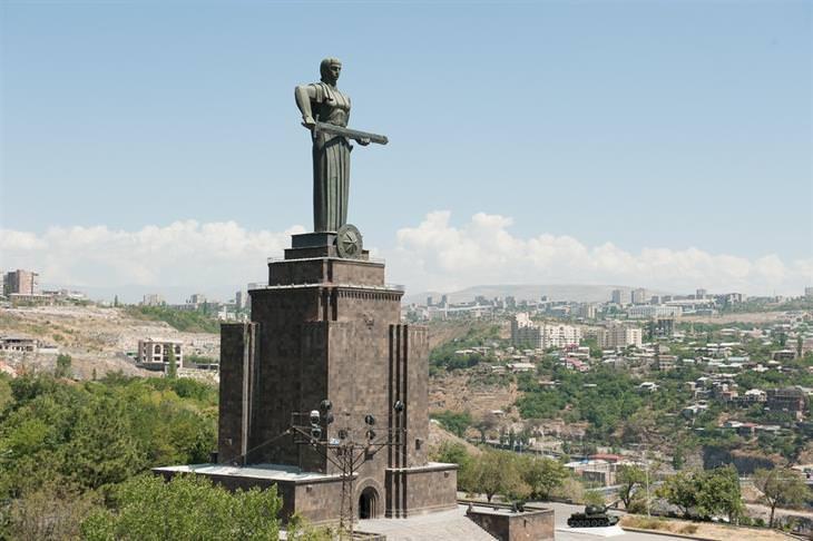 הפסלים הגדולים והמרשימים בעולם: אמא ארמניה – ירוואן, ארמניה
