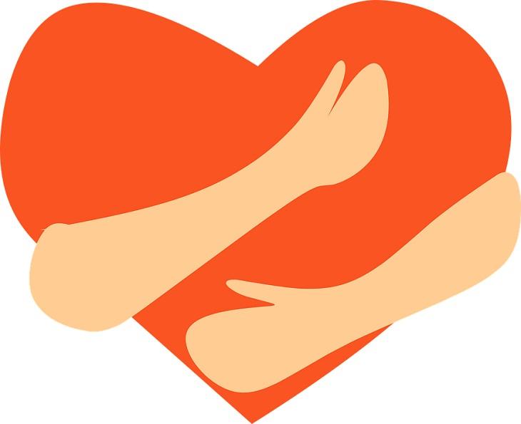הדרך אל האושר: איור של ידיים אוחזות בלב
