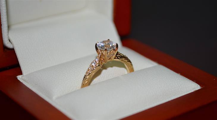 מיתוסים שמאמינים בהם בגלל פרסומות: טבעת יהלום