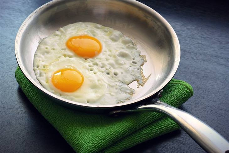 מזונות שכדאי לצרוך יותר ככל שעוברות השנים: ביצת עין על מחבת