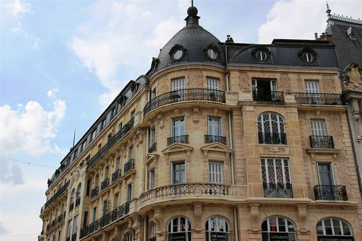 אתרים לא מוכרים ומומלצים בצרפת: בניין עתיק