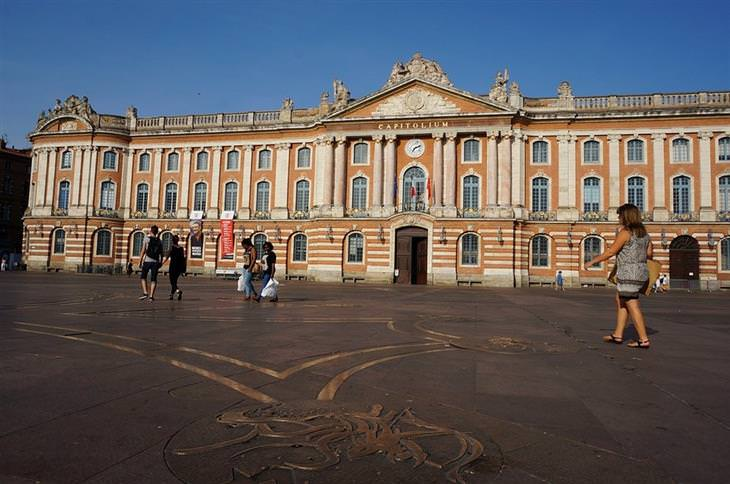 אתרים לא מוכרים ומומלצים בצרפת: בית הפרלמנט בטולוז