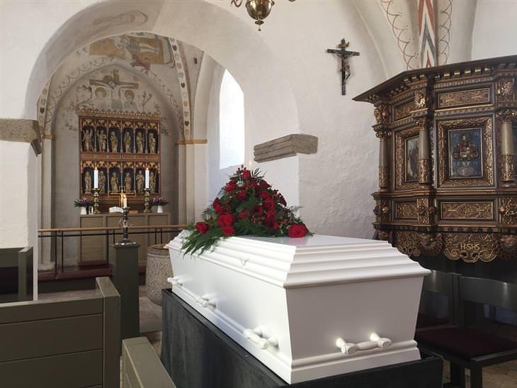 בדיחה: לוויה