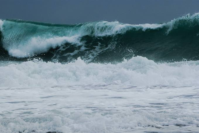 גל גדול בים
