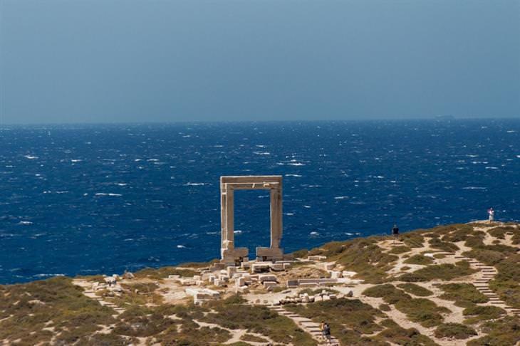 יעדים מומלצים ופחות מוכרים ביוון: חורבות באי נקסוס