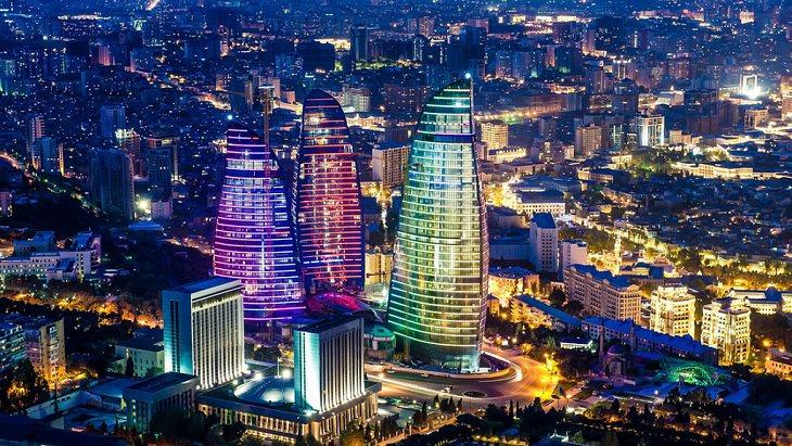אטרקציות בבאקו: מגדלי הלהבה