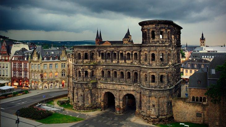 סיור בעיר העתיקה בגרמניה: הפורטה ניגרה בטריר