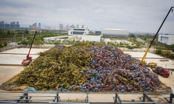 תמונות שלא רואים כל יום: ערמת אשפה שמורכבת מאופניים מיותמים בסין