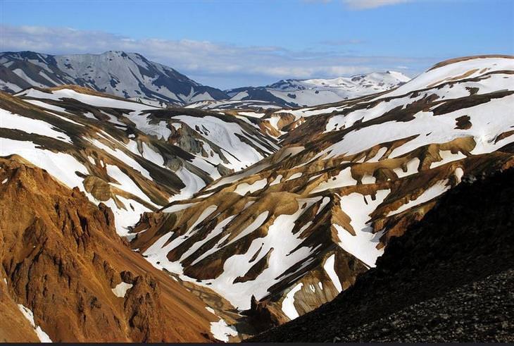 לנדמנלאוגר איסלנד: הרים מושלגים