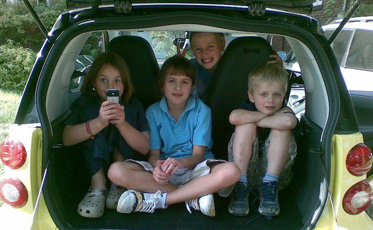חופשה משפחתית: ילדים במכונית