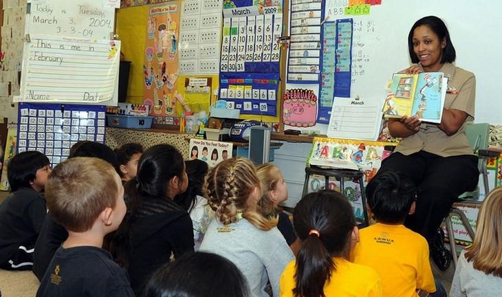 טיפים לגידול ילדים מפי גננות: גננת בעבודה
