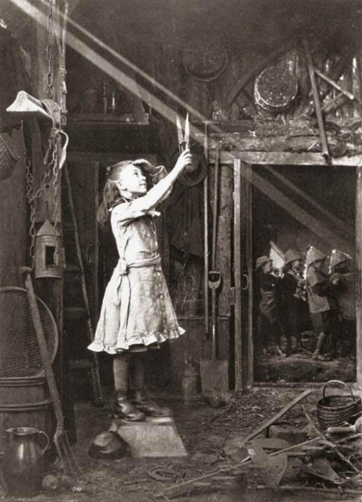 תמונות היסטוריות: ילדה קטנה מנסה לגזור את קרני השמש החודרות דרך החלון, 1886