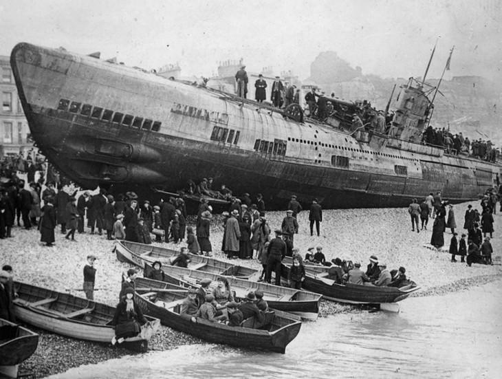 תמונות היסטוריות: ספינת מלחמה גרמנית ממלחמת העולם הראשונה נטושה בחופה הדרומי של אנגליה לאחר כניעתה של גרמניה, 1918