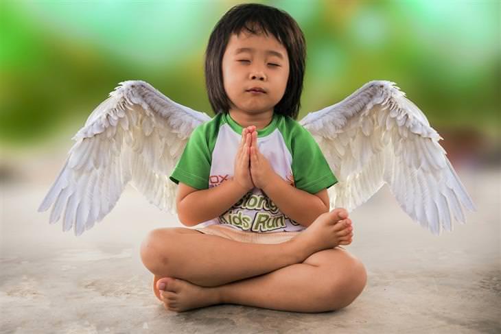 שאלות בנוגע לתיקון בעיות משמעת אצל ילדים: ילדה עם כנפי מלאך