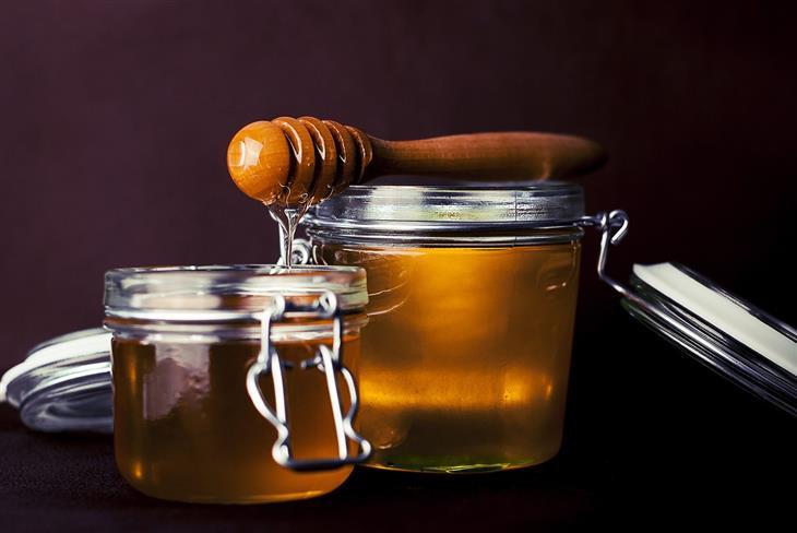 כל האמת על צריכת סוכר והסיכון לחלות בסוכרת: צנצנות דבש