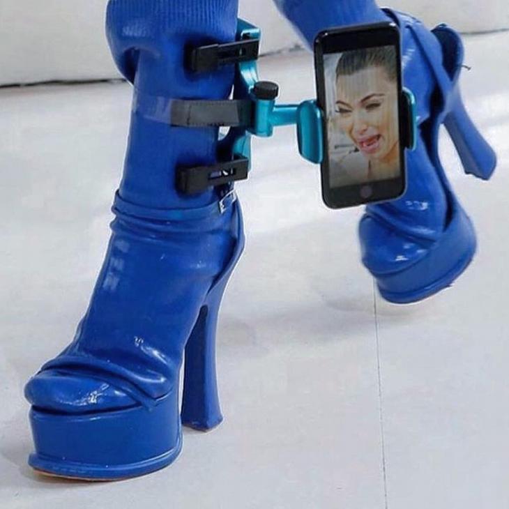 נעלי עקב מגוחכות: נעלי עקב עם מתקן לסמארטפון
