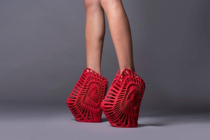 נעלי עקב מגוחכות: נעלי עקב מורכבות שהודפסו במדפסת תלת ממד