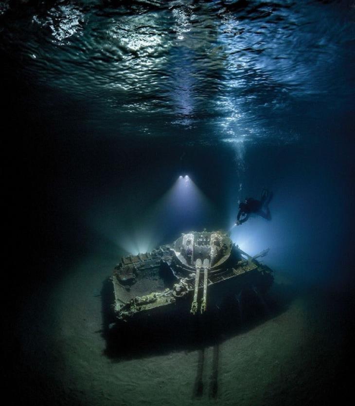 15 התמונות היפות ביותר מתחת למים: טנק נגד מטוסים שקוע מול חופי ירדן