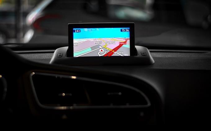 חידון מילים לועזיות בעברית: מסך ניווט מותקן באוטו