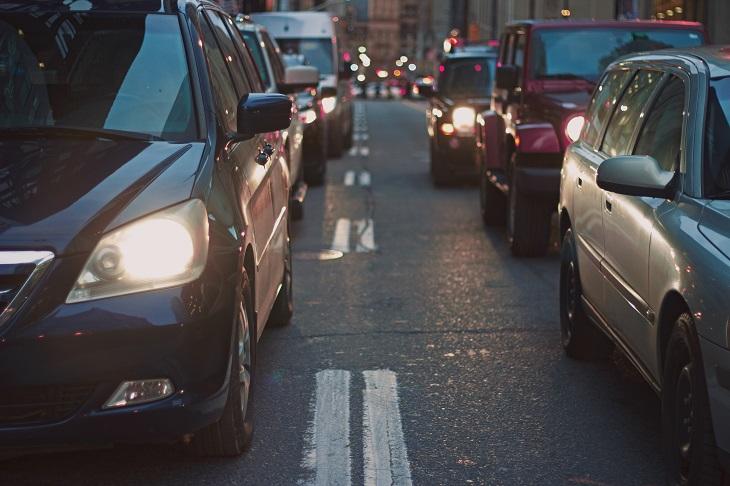 נסיעות למקום העבודה: כלי רכב בפקק תנועה