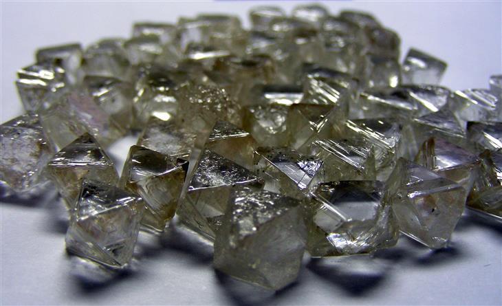 קריסטלים ואבני חן יפים: יהלומים לא מלוטשים