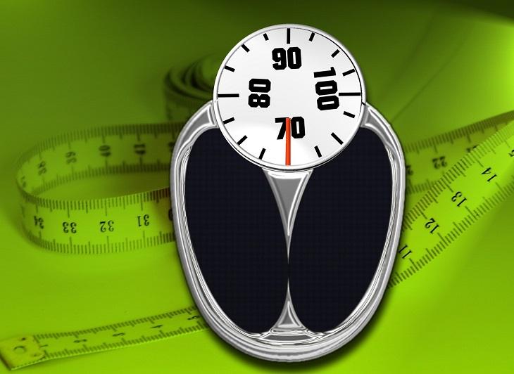 האם סמארטפונים וטאבלטים טובים או מזיקים לילדיכם: משקל וסרט מדידה