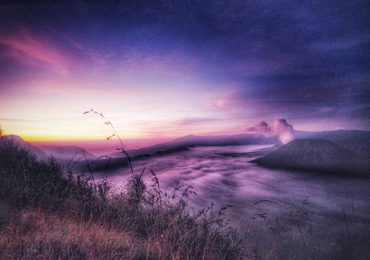 תמונות טבע מדהימות: זריחה בצבע סגור בהר ברומו
