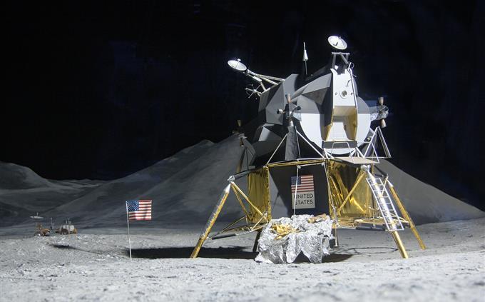 טריוויה ידע כללי: חללית אפולו 11 על הירח