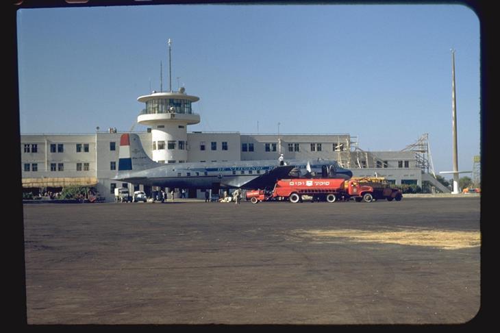 """ישראל בשנת 1950: נמל התעופה הבינלאומי (נתב""""ג) בלוד"""