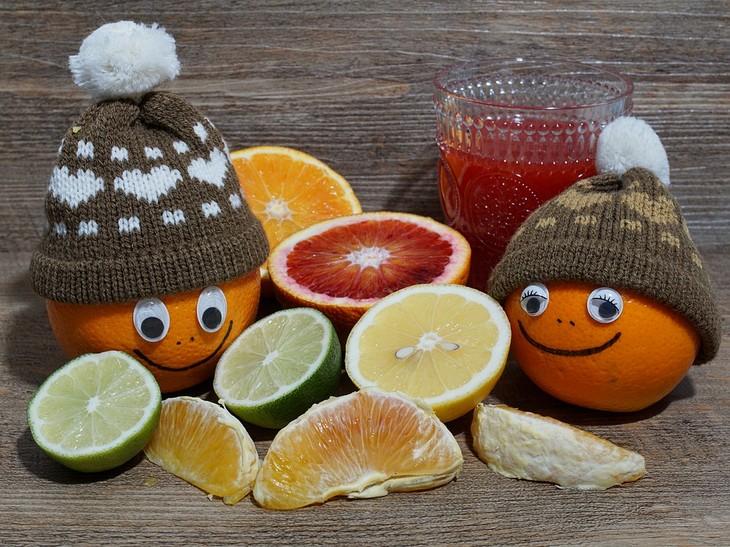 טיפים להורים למנוע הצטננות:  תפוזים עם כובעי צמר