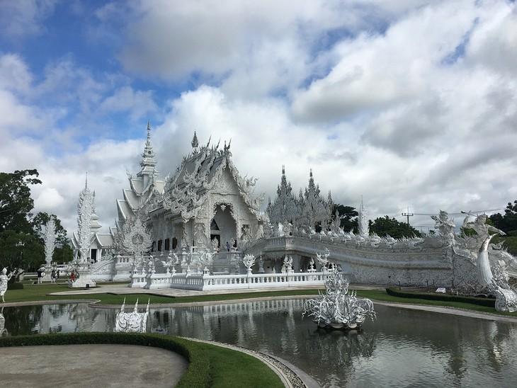 מקדשים בתאילנד: מקדש ואט רונג קון