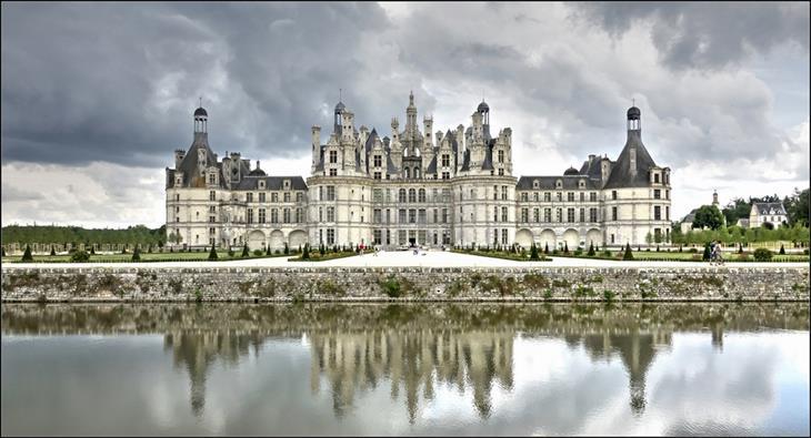 מקומות מומלצים בעולם לטיול רגלי: טירה צרפתית