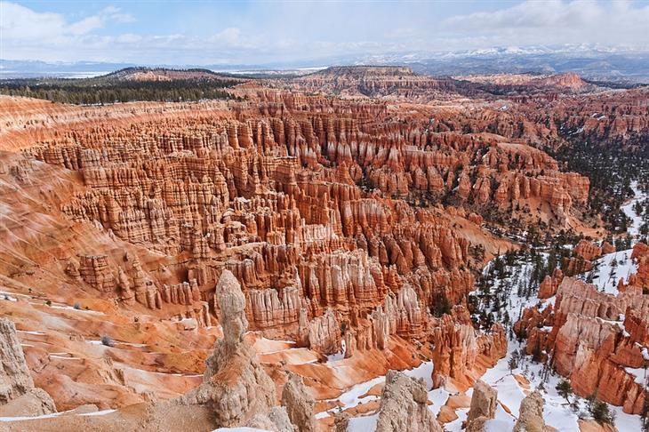 מקומות מומלצים בעולם לטיול רגלי: הנוף של הפארק הלאומי ברייס קניון