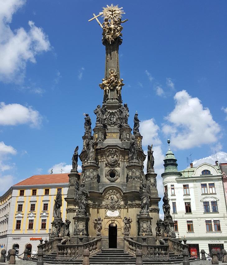 אתרי מורשת בצ'כיה: עמוד השילוש הקדוש באולומואוץ