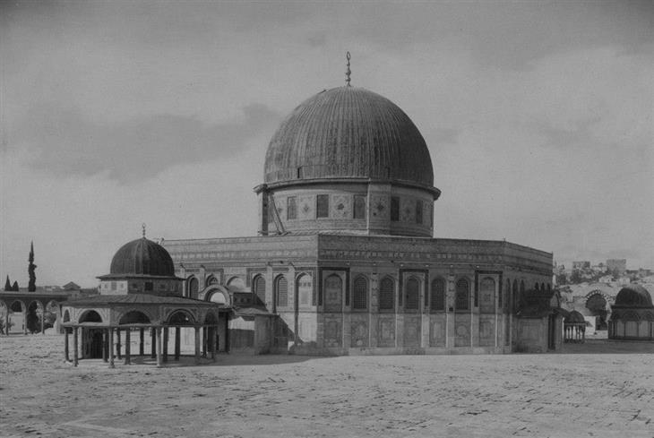 תמונות בארץ בתקופה העות'מאנית: מסגד אל אקצא, 1890.