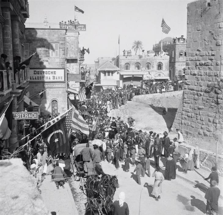 תמונות בארץ בתקופה העות'מאנית: הכניסה לעיר העתיקה דרך שער יפו, ירושלים, 1890.