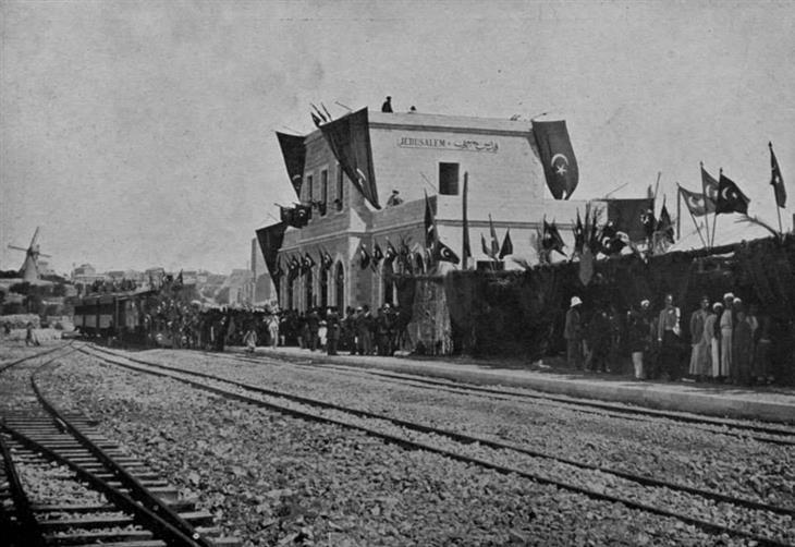 תמונות בארץ בתקופה העות'מאנית: תחנת הרכבת בירושלים שחיברה בין חופי הים התיכון לעיר הקדושה, 1892.
