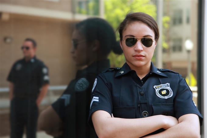 בחן את עצמך: שוטרת במדים