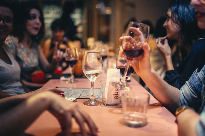 מבחן זוגיות: ארוחה של חברים