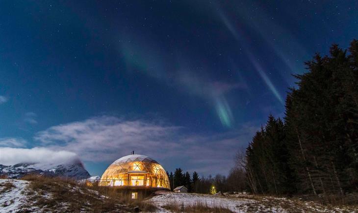 המשפחה שחיה בבית איגלו: בית האיגלו מתחת לאורות הזוהר הצפוני