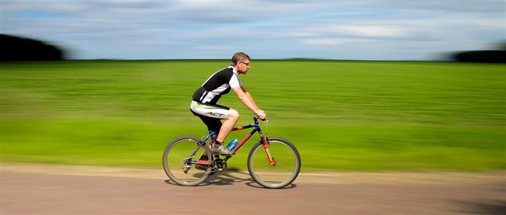 הנחיות למשטרי כושר: איש רוכב על אופניים