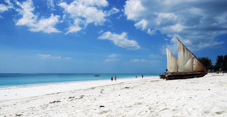 9 אטרקציות בזנזיבר: סירה עוגנת בחוף נונגווי