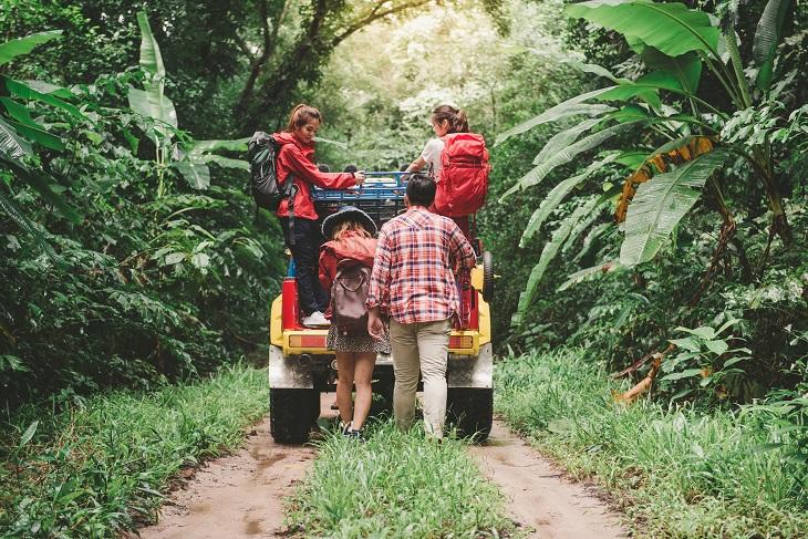 יעדים לטיולי ג'יפים: משפחה בטיול ג'יפים