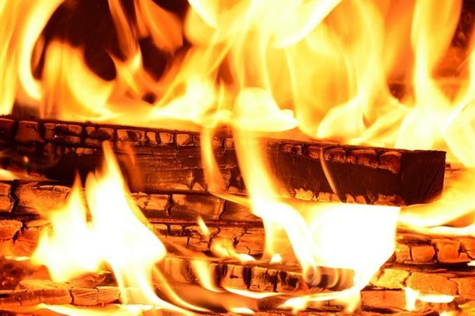 מבחן אישיות אסוציאציות ורמת נחמדות: קרשי עץ עולים באש