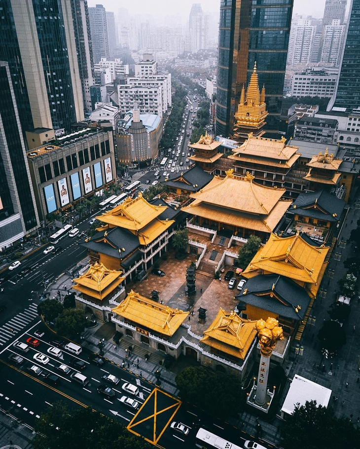 מבנים שהם יצירות אומנות: מקדש ג'ינגאן