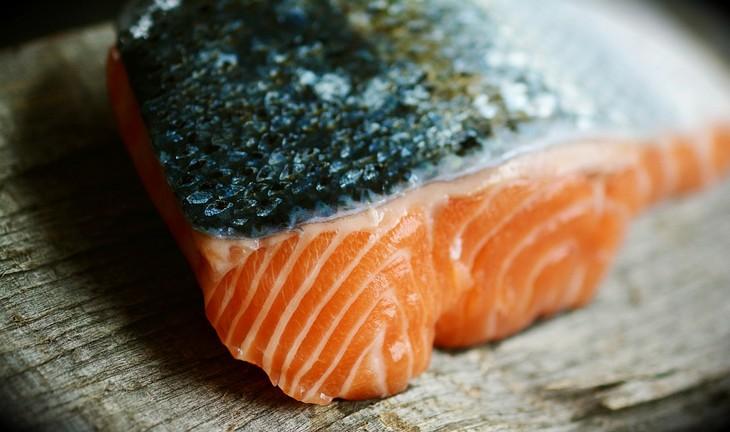 חוסרים תזונתיים לאחר גיל 40: נתח דג סלמון